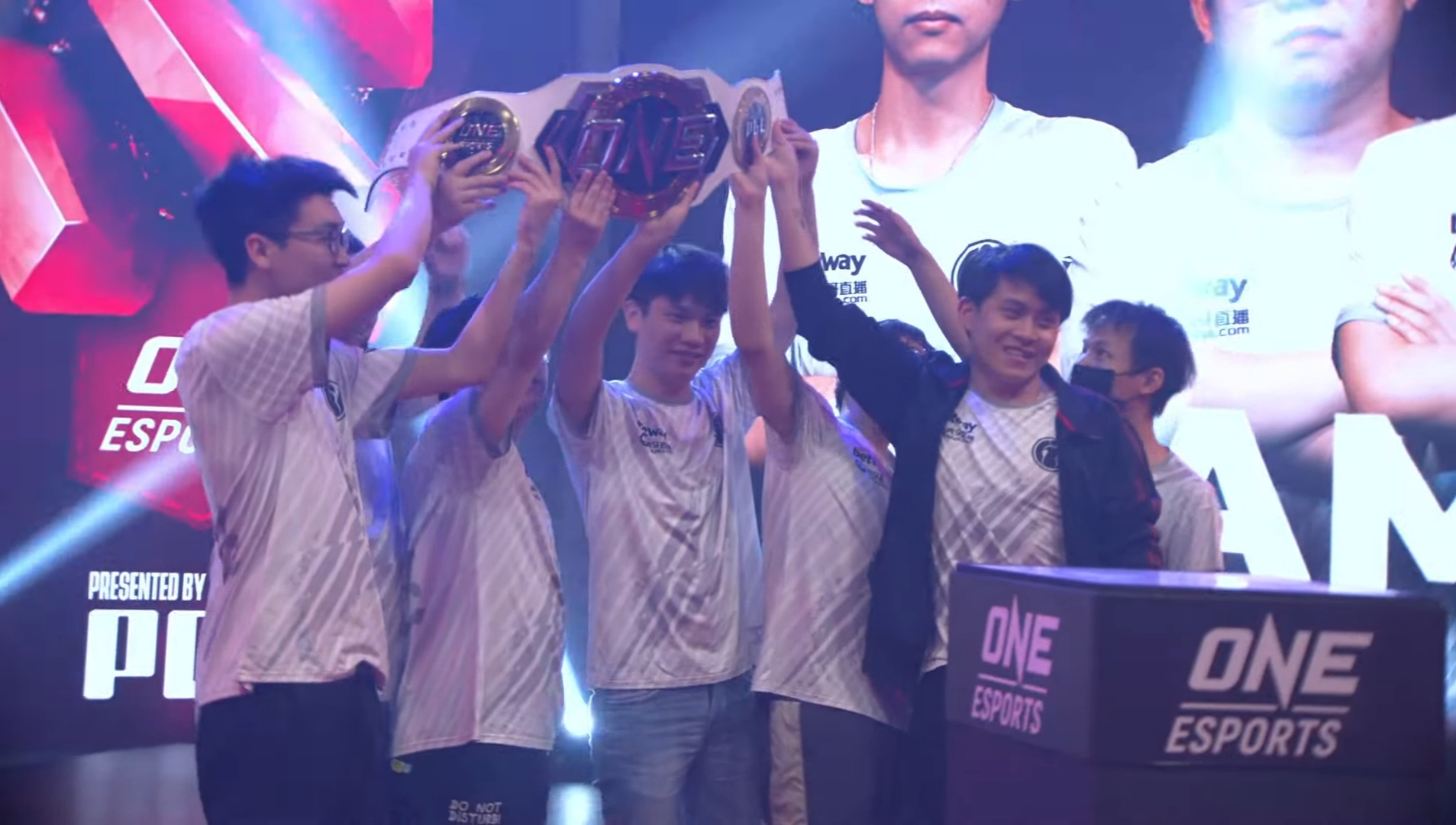 Invictus Gaming muncul juara kejohanan ONE Esports Singapore Major 2021 selepas berjaya menumpaskan pasukan terbaik dari Amerika Syarikat, Evil Geniuses 3-2 dalam perlawanan akhir